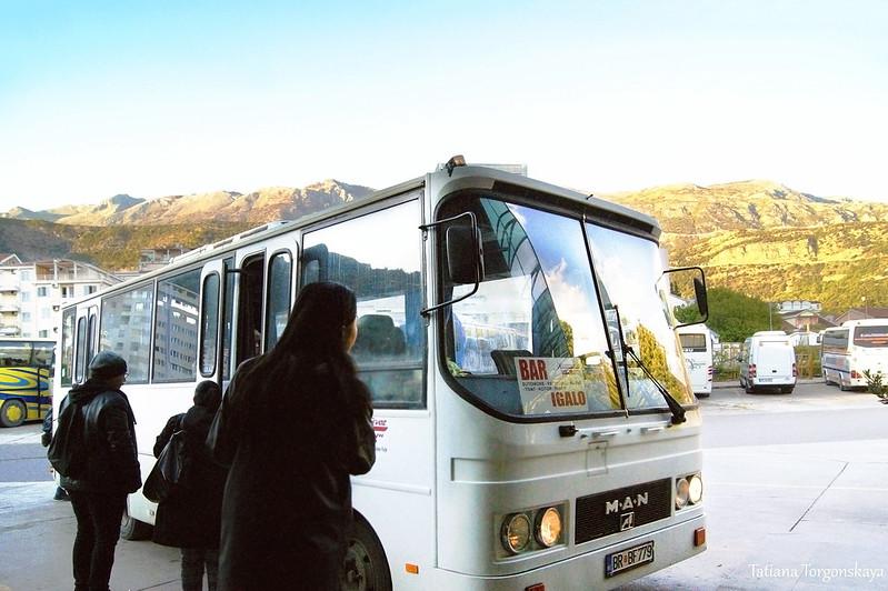 Автобус на автостанции Будвы