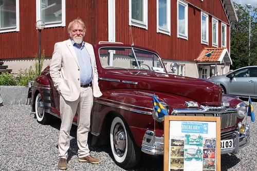 Ordförande Lars-Olof Johansson vid Zarah Leanders bil
