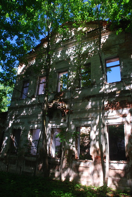 abandoned palace near Bigosava