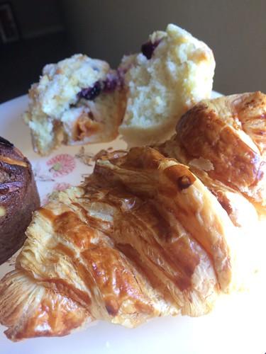 SF  C &W のクロワッサンとクランベリーマフィン The Mill のbuckwheat Muffin