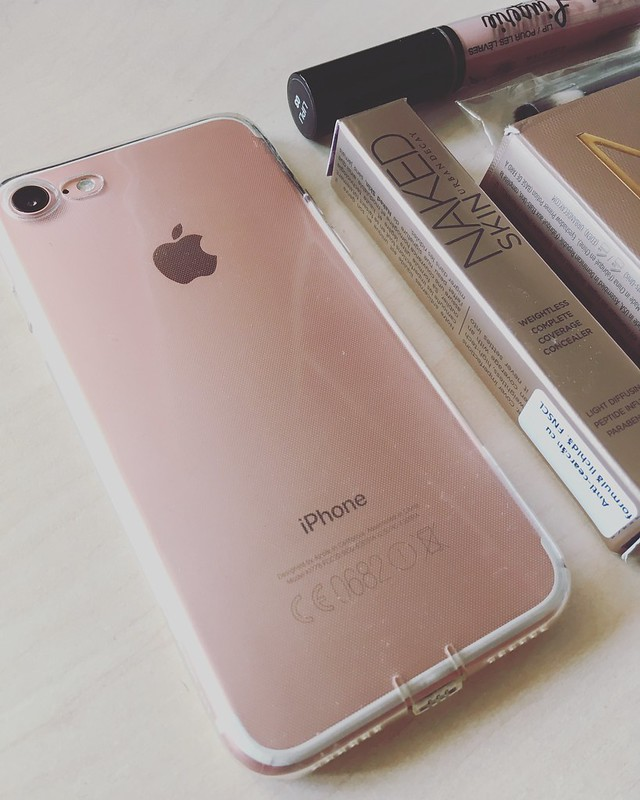 Iphone rose gold + urban decay
