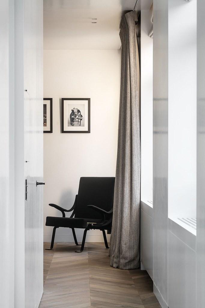 Monochrome home design in Antwerp by Brussels-based architect Nicolas Schuybroek Sundeno_10