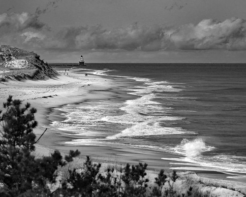 capehenlopen blackwhite beach waves harborofrefuge lighthouse
