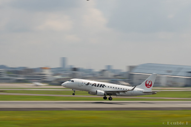 Itami Airport 2017.7.19 (16) JA219J / J-AIR's ERJ-170
