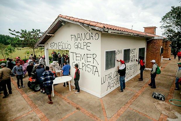 """MST ocupa fazenda no interior de São Paulo que pertence a """"testa de ferro"""" de Temer"""