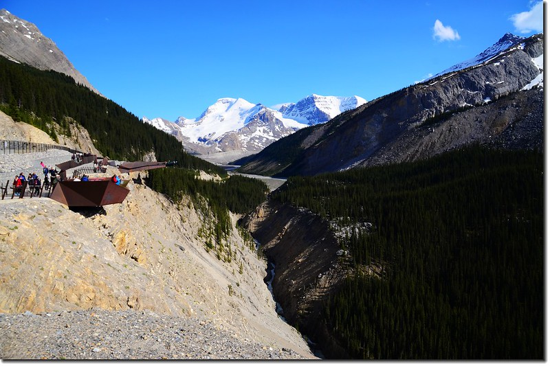 Viewing the skywalk from the parking lot with Mount Athabasca in the background 1