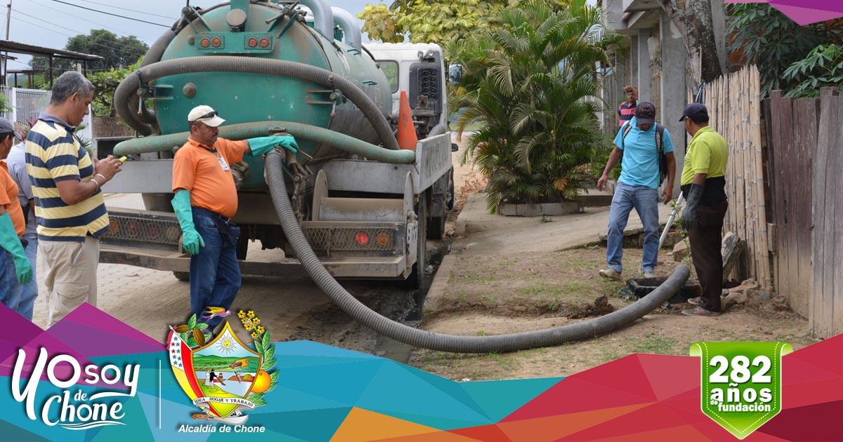Aguas del Chuno realiza limpieza en pozos de descargas de aguas sanitarias
