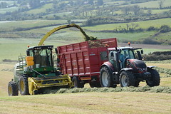 John Deere 7700 SPFH Filling a Broughan Engineering Mega HiSpeed Trailer drawn by a Valtra T174 Tractor