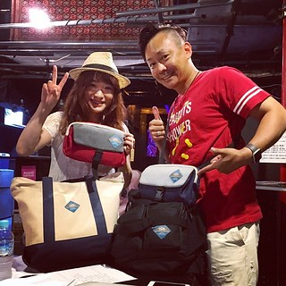 Cheri*も、アズ★ハルのアズマッチさんもTGIF!愛用者!アズマッチさんはABCラジオ『武田和歌子のぴたっと。』のレギュラーレポーターなので、いつも中継に持って行ってるそうです!今日は神戸三宮スタークラブで一緒にライブしまーす!現場に揃ったTGIF!のフェスバッグ♪ #tgifesbag #フェスバッグ