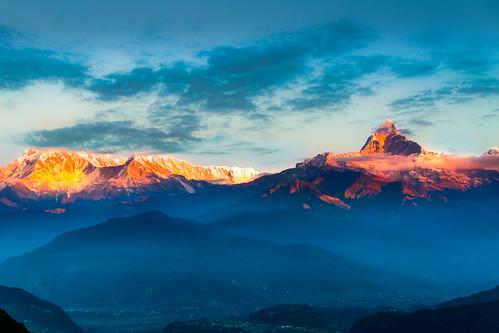 nepal pokhara sarangkot annapura mountainrange morning cloud peak foggy canon canoneos7d canonefs18135mmf3556is