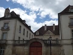 Rue de la Liberté, Semur-en-Auxois - red door - Photo of Corrombles