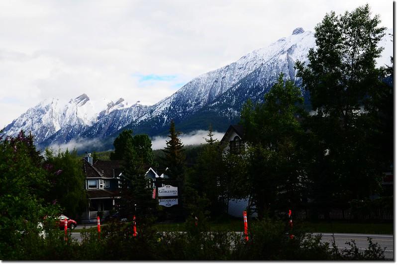 Canmore東北眺Princess  Margaret Mountain