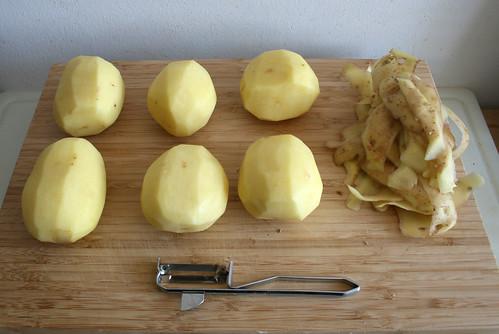 14 - Kartoffeln schälen / Peel potatoes
