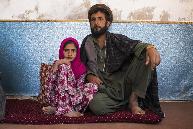 kabulfamilyfatherdaughterafghanistanpakistanreturneereturndisplacedrefugeerefugeesmigrantsircschooleducationchildren kabul afghanistan afg