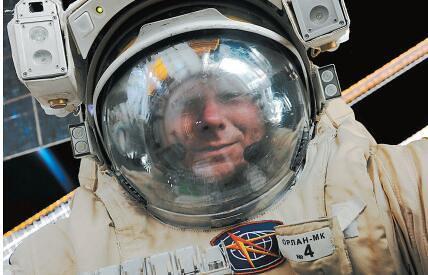 """宇宙""""走私"""":俄宇航员是怎样把酒偷带上太空的?"""