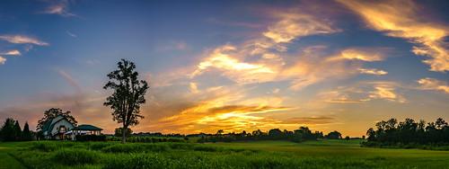ilce7rm2 knoxville sunset sonya7riialpha tamron35mmf18sp landscape sky skyporn barn panorama usa unitedstatesofamerica