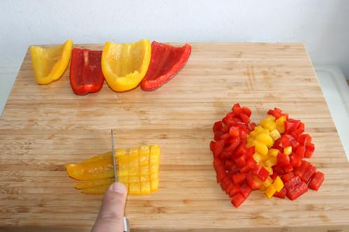 21 - Paprika würfeln / Dice bell pepper