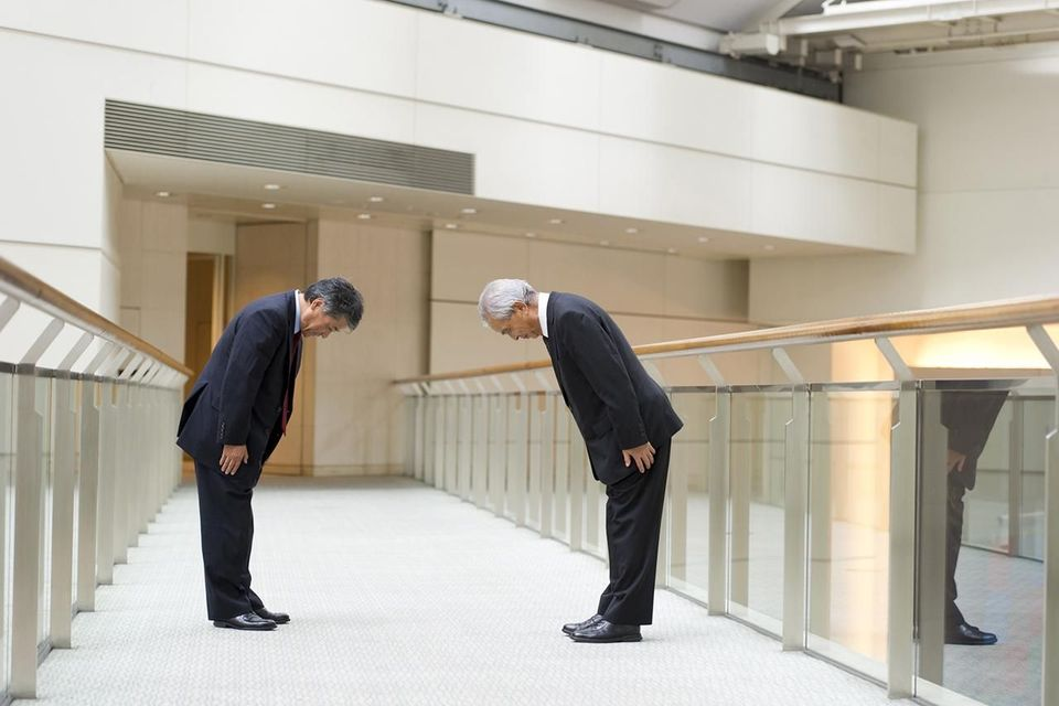 Strange ways of greeting people in different countries 1japan bowing m4hsunfo