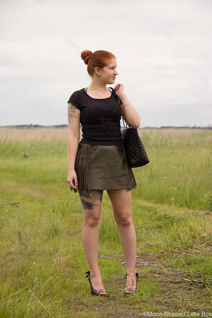 OOTD Outfit Leatherskirt Nahkahame Hapsut Tyyliblogi Muoti pukeutuminen päivän asu bloggaaja Ompelimo Rokita Iron Fist Wolfbeater Love Moschino Bag