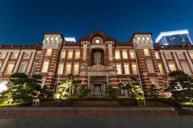 駅前から撮影した東京ステーションホテルの写真