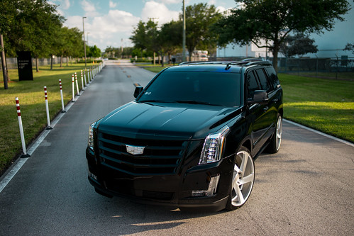 Cadillac Escalade on 5D Brushed Silver