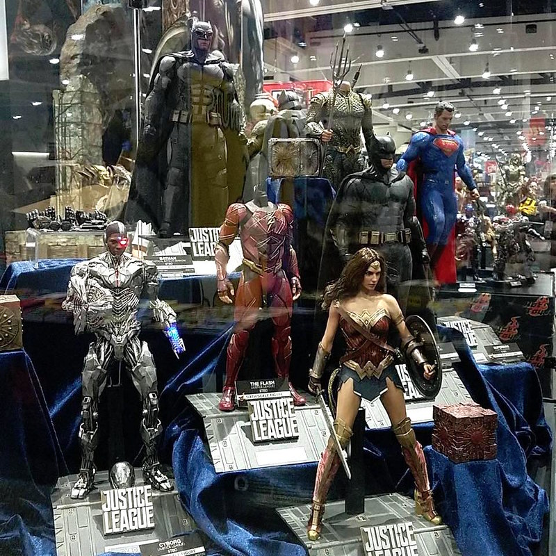 JUSTICE LEAGUE In 1 6 By Hot Toys San Diego Comic Con 2017