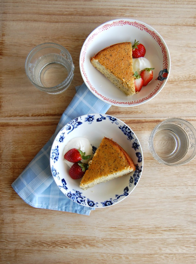 Almond poppy seed cake / Bolo de amêndoa e sementes de papoula