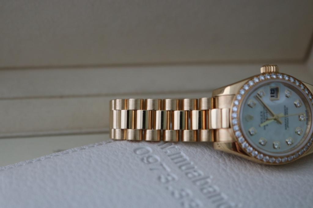Đồng hồ rolex datejust 6 số Nữ – Model 179138 – Vành hạt xoàn zin – Mặt xà cừ – size 26mm