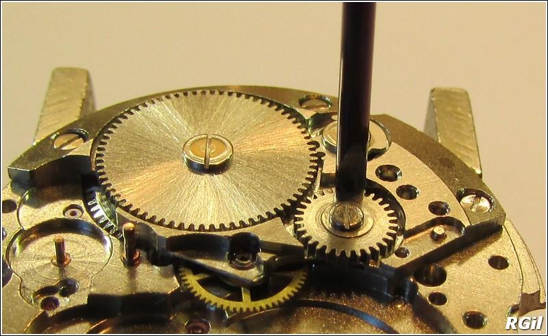 Ce qu´il y a dedans d´une Vostok Amphibia, avec des photos. 35938037706_01c82c5311_b