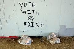 Vota con un ladrillo