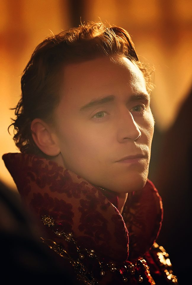 Tom Hiddleston in period costume