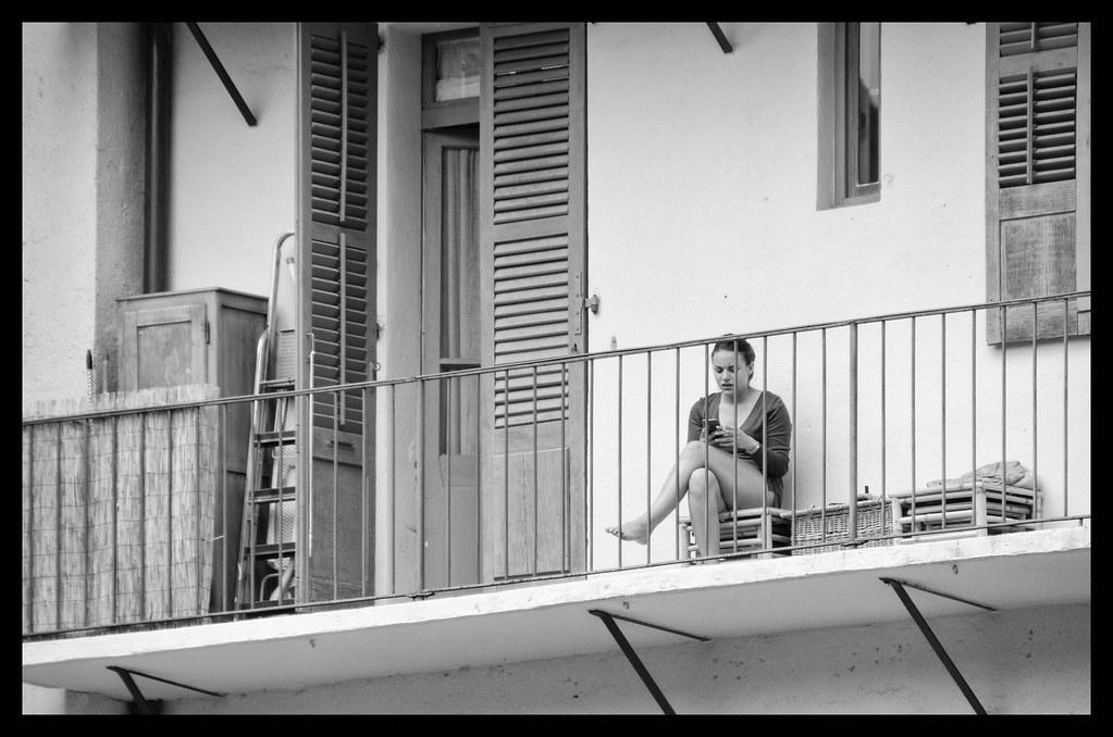 Balcon meublé et habité...
