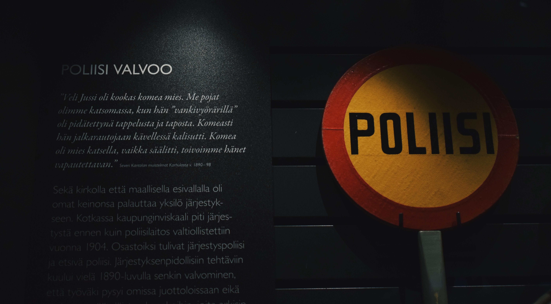 Poliisi valvoo