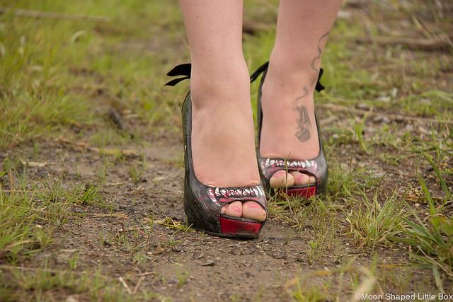 OOTD Tyyliblogi Muoti pukeutuminen päivän asu bloggaaja Iron Fist Wolfbeater korkokengät shoeholic Shoe blog