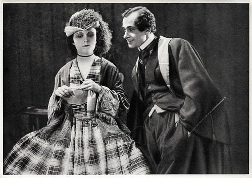 Pola Negri and Alfred Abel in Die Flamme (1923)