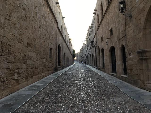 かつての騎士の家がずらりと並ぶ、騎士の道
