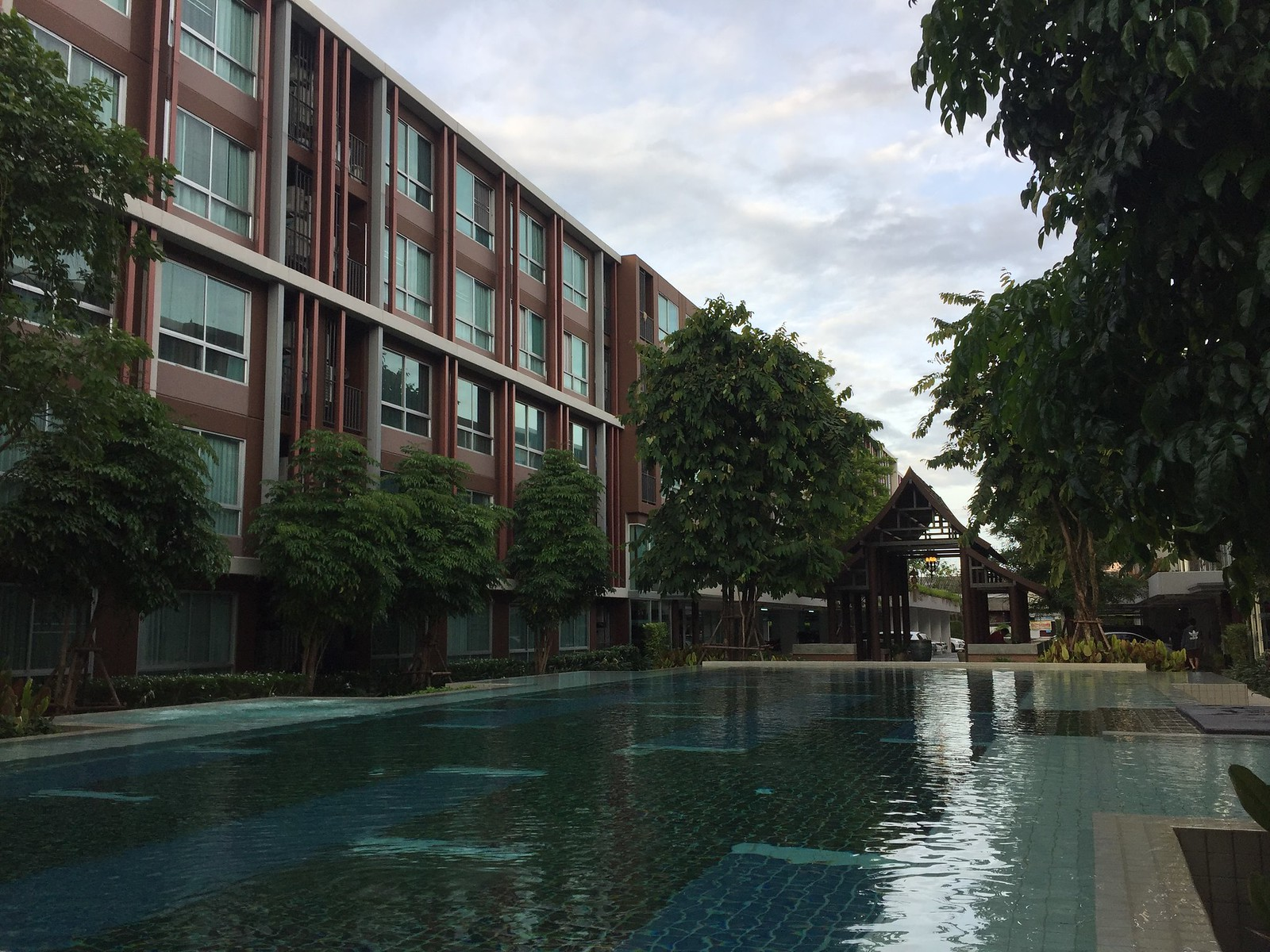 D Vieng building and pool