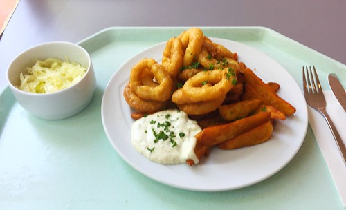 Baked calamari with remoulade & country potatoes / Gebackene Calamari mit Remoulade & Country Potatoes