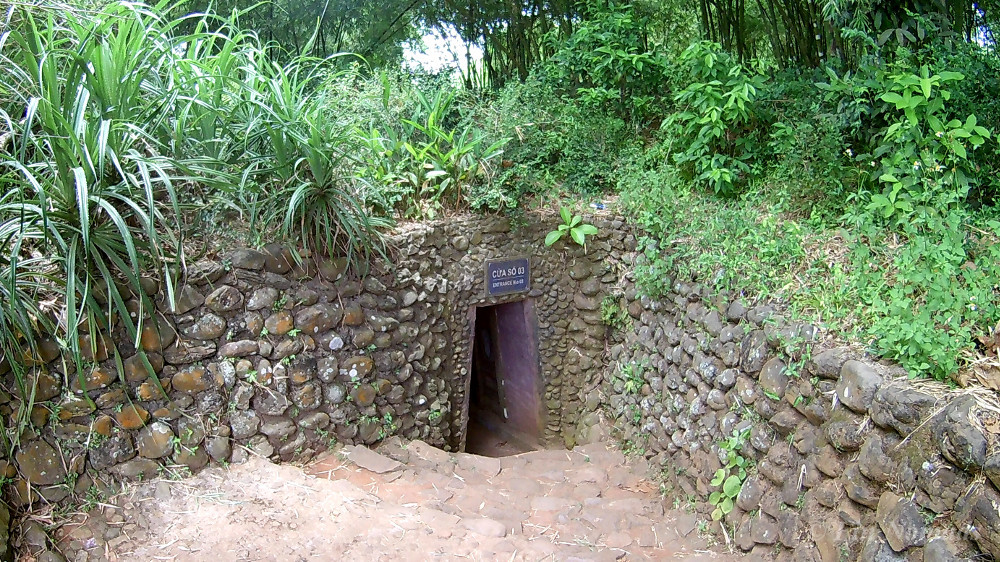vinh moc tunnel entrance 2