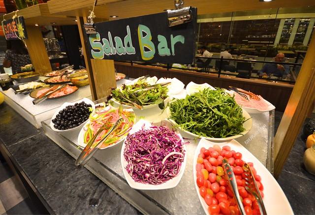 hotel jen tanglin singapore buffet breakfast salad bar