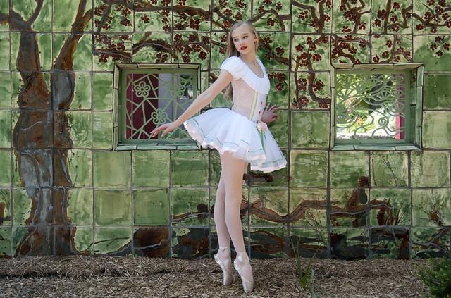Storybook Ballet on pointe Dancer