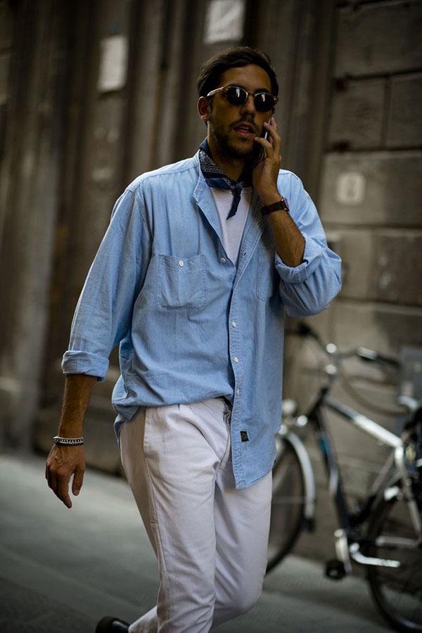 ダンガリーシャツ×白Tシャツ×白パンツ