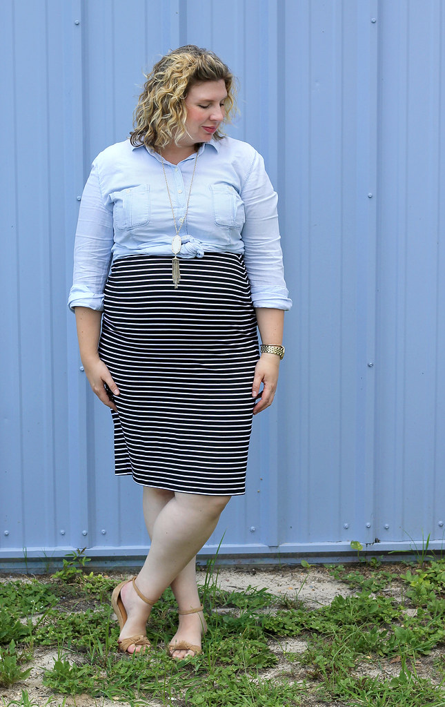 black and white pencil skirt, chambray top, nudge wedge sandals 3