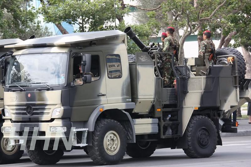 120mm-cardom-mercedes-truck-azerbaijan-parade-2011-n54-1