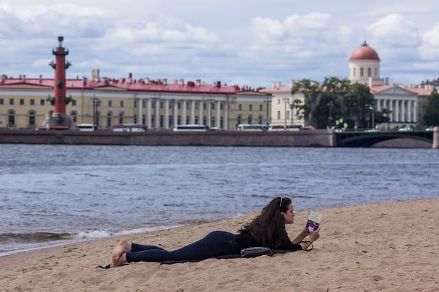 Time to read it to the sand - Время читать на песке