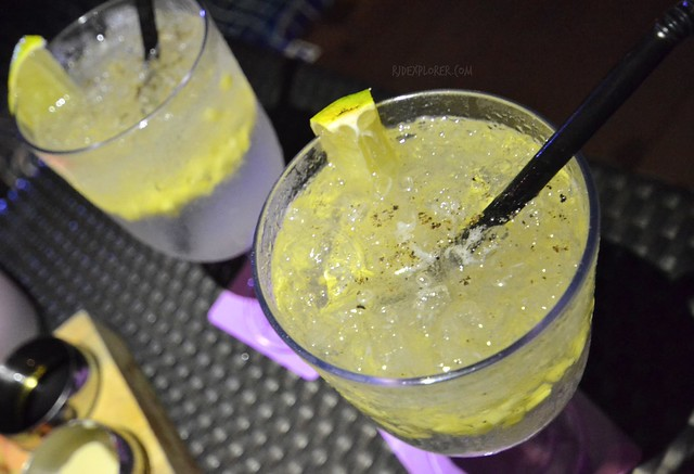 hotel jen puteri harbour skybar gin tonic
