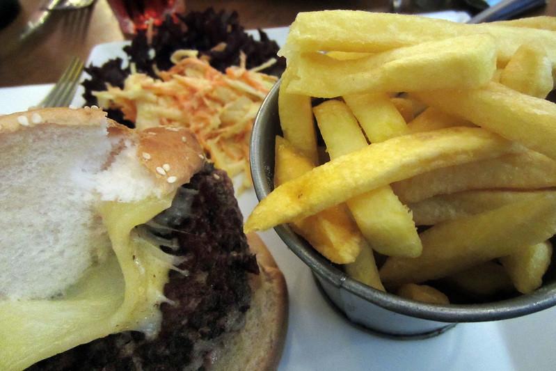 Cantal cheeseburger