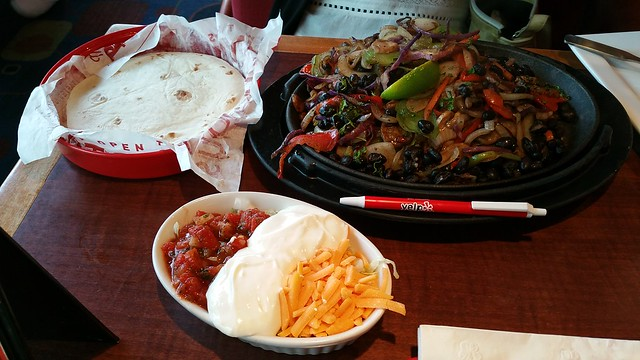 2017-Jul-17 Red Robin - veggie fajita