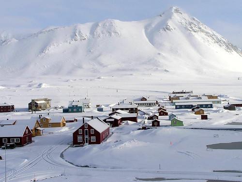 आर्कटिक पर कई देशों ने अपना रिसर्च सेंटर स्थापित किया है