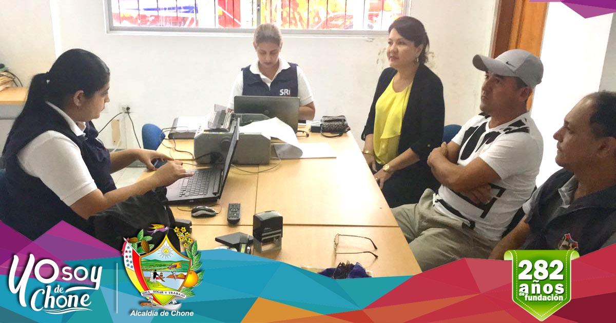 Exitosa campaña realizada en Canuto entre el GAD Municipal y SRI